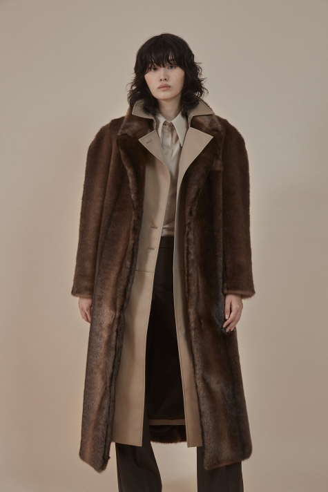 Round-shoulder faux fur coat
